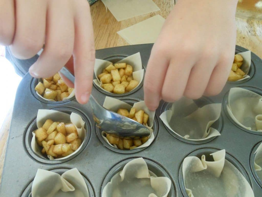 Mini Apple Pies with Wonton Wrappers