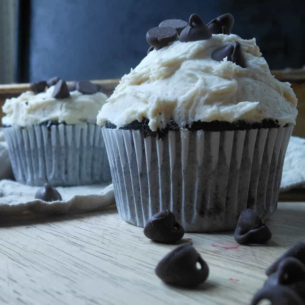 Chocolate Chip Cookie Dough Cupcakes - Sugar Dish Me