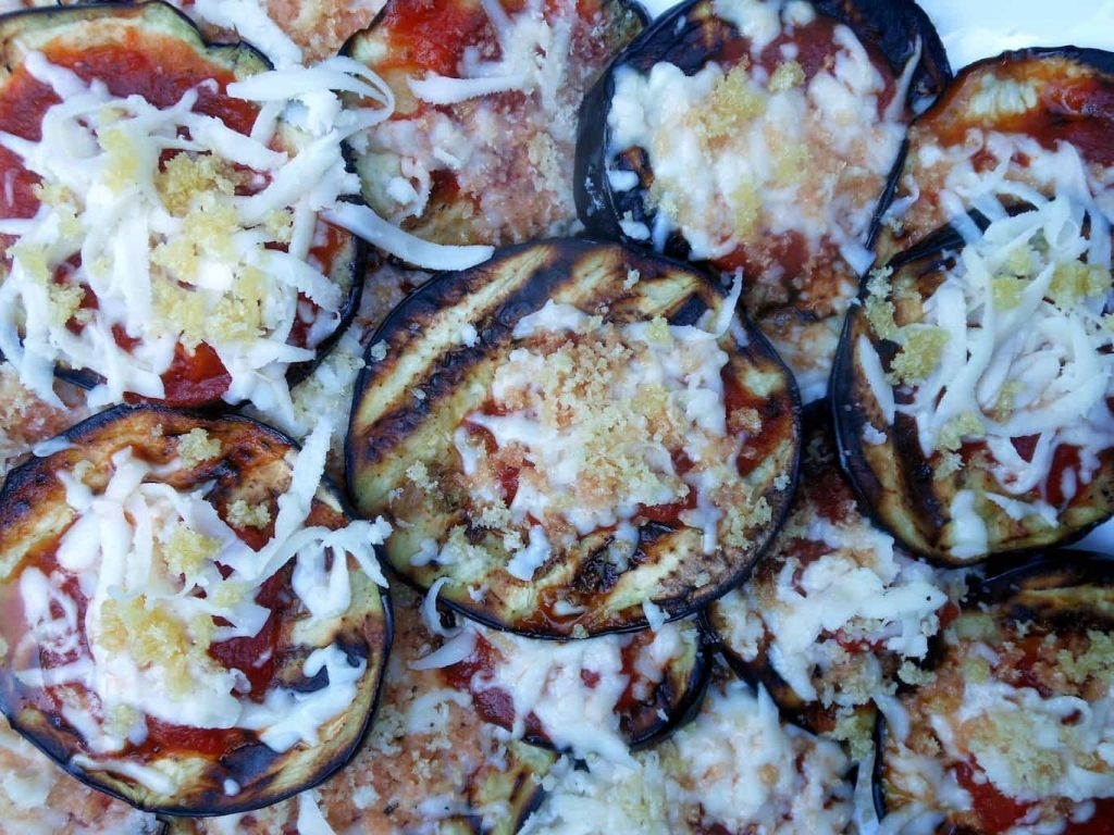 This Grilled Eggplant Parmesan is actually really fast, the mess can ...
