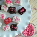 Chocolate Covered Strawberry Cheesecake Bites from www.sugardishme.com