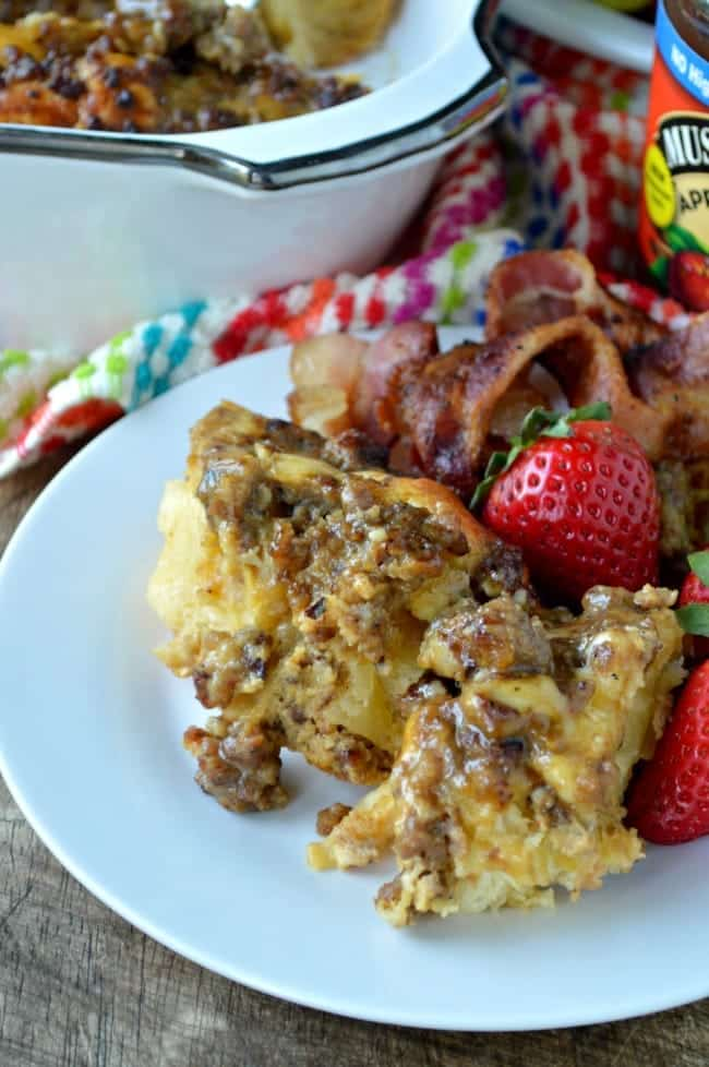 Easy Breakfast casserole with Sausage and Eggs