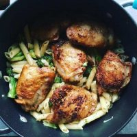 One Pot Garlic Chicken Thighs with Broccoli