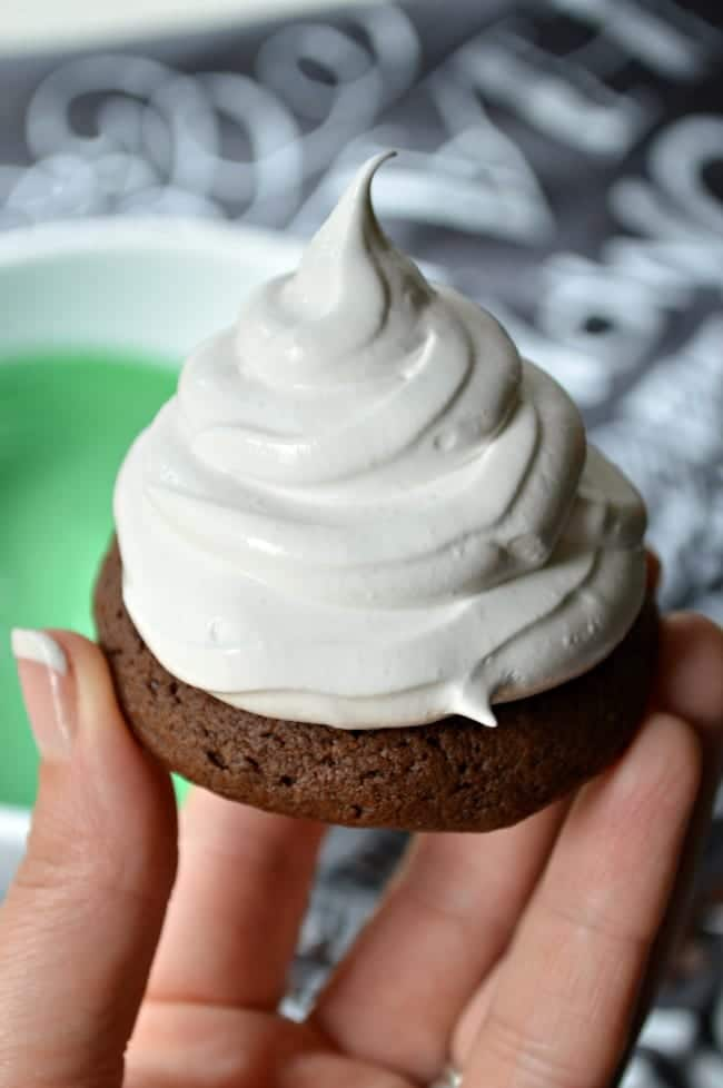 Marshmallow Frosting for Hi Hat Cookies