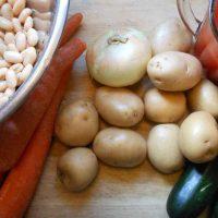 Slow Cooker Vegetable Pesto Soup